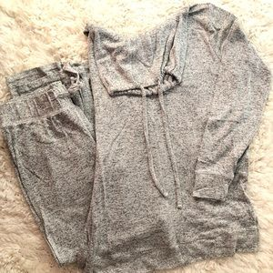GAP gray sweatsuit in great condition